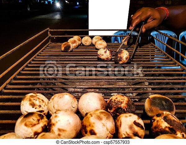 litti, グリル, ベンダー, 広告, mockup, ある, スペース, 食物, indian, 石炭, 共通, 背景, 北, 白, 焼かれた, 側, 道 - csp57557933
