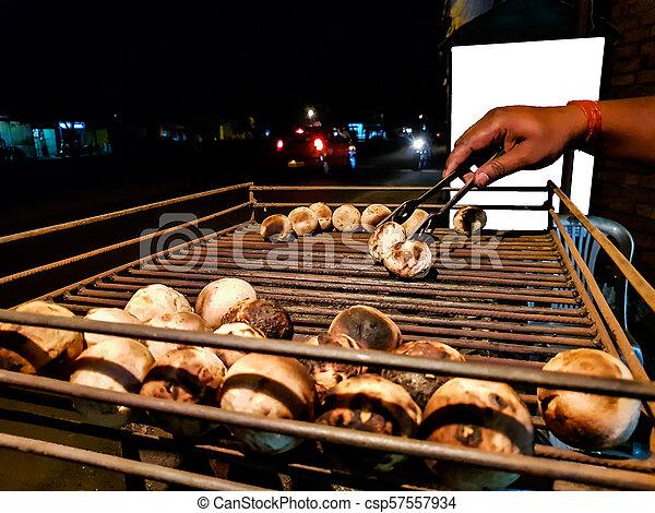 litti, グリル, ベンダー, 広告, mockup, ある, スペース, 食物, indian, 石炭, 共通, 背景, 北, 白, 焼かれた, 側, 道 - csp57557934