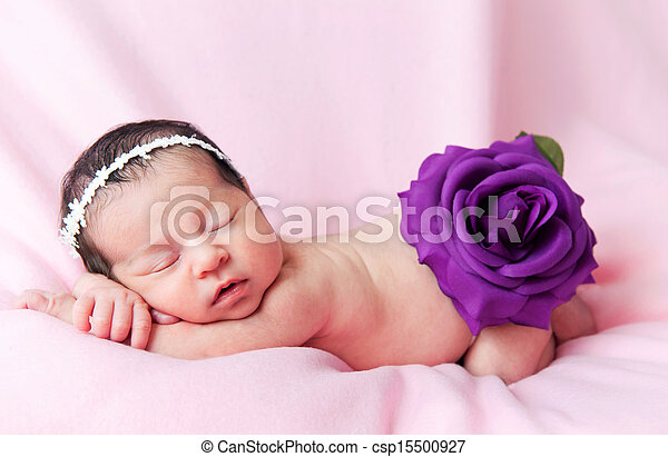 Little cute baby girl on a pink background - csp15500927