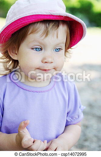 Little girl in a hat - csp14072995