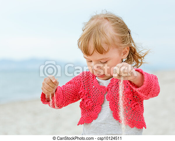 Little girl playing with sand - csp10124511