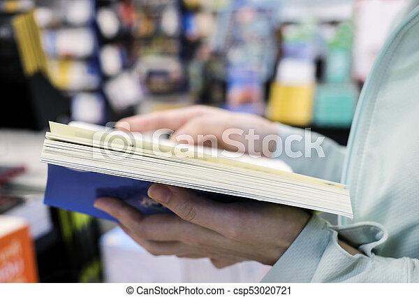 livre, librairie, femme, jeune, lecture - csp53020721