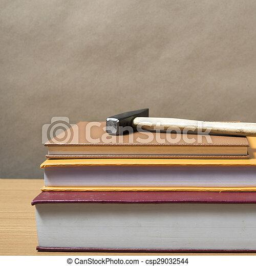 livre, marteau - csp29032544