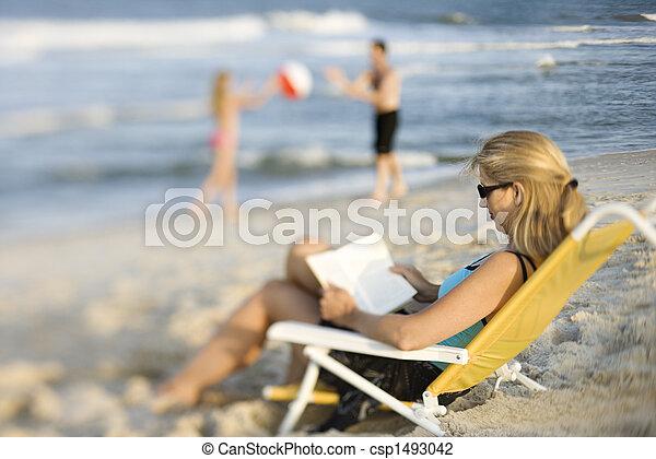 livre, plage., lecture, maman - csp1493042