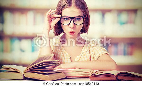 livres, girl, lunettes, rigolote, lecture étudiant - csp18542113