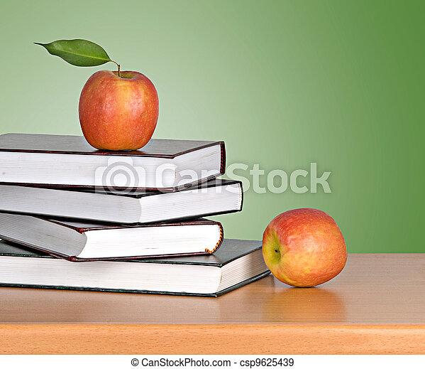 livres, pomme - csp9625439