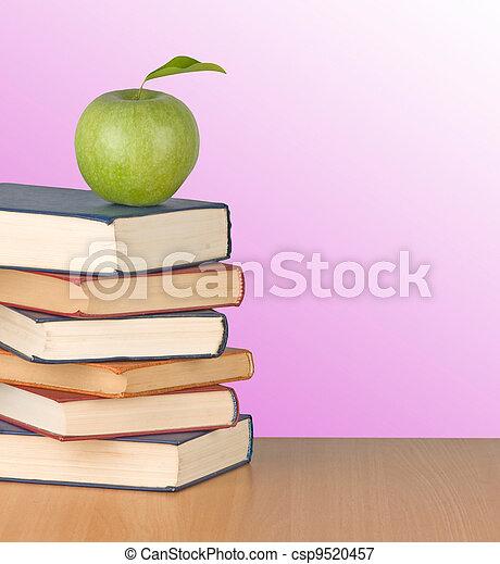 livres, pomme verte, bureau - csp9520457