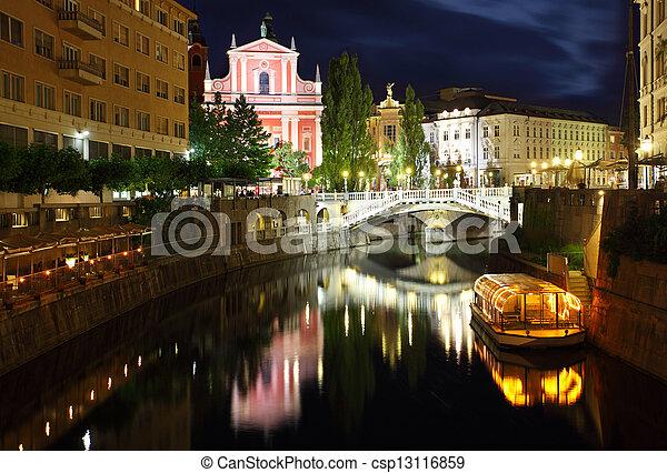 ljubljana, 橋, 夜, 3倍になりなさい, スロベニア - csp13116859