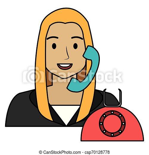 Llama a la mujer del centro con carácter telefónico - csp70128778