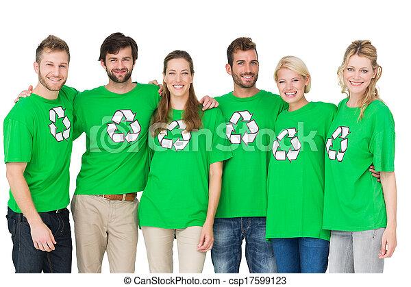 8c32de167ad Llevando, grupo, gente, símbolo, reciclaje, retrato, camisetas ...