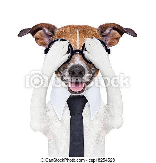 Escondiendo a un perro loco - csp18254528
