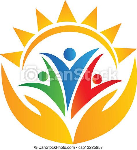 Manos de trabajo en equipo y logotipo solar - csp13225957