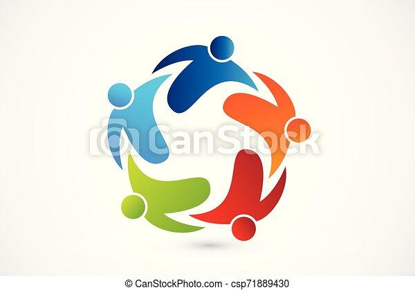 Gente de trabajo en equipo - csp71889430