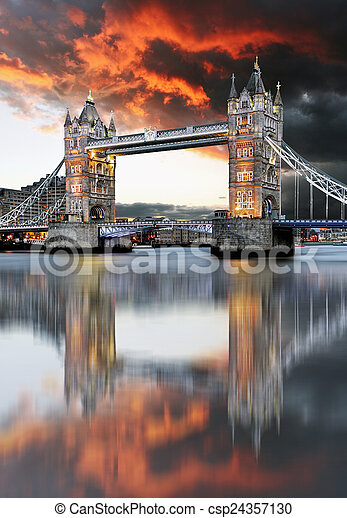 London, Tower Bridge - csp24357130