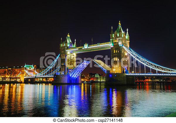 Tower Bridge en Londres, Gran Bretaña - csp27141148