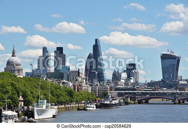 Londres cruzando el río Thames - csp20584629