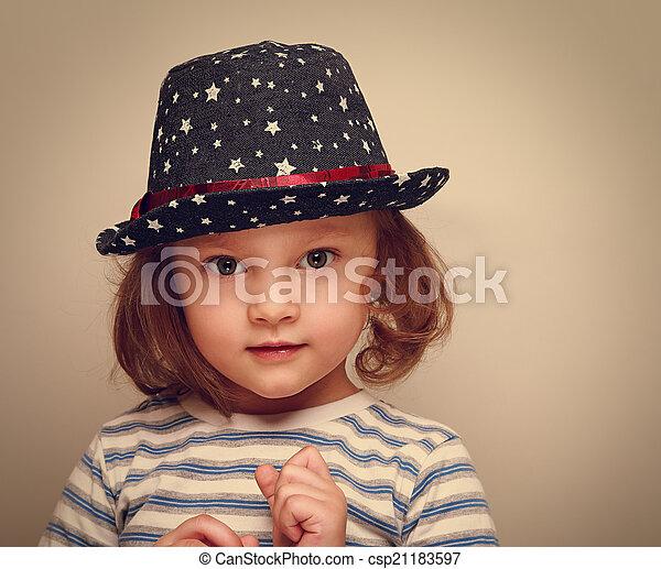 looking., ouderwetse , closeup, modieus, verticaal, meisje, geitje, hoedje, wonder - csp21183597