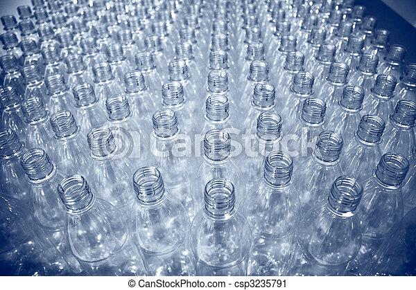 Muchas botellas de plástico - csp3235791