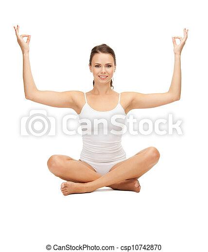 mujer practicando postura de loto de yoga mujer deportiva