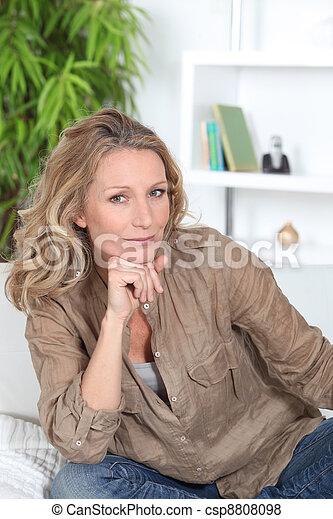 lounge, pensativo, mulher, dela, sentando - csp8808098
