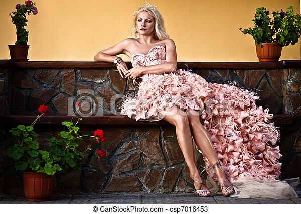 loura, luxo, mulher bonita - csp7016453