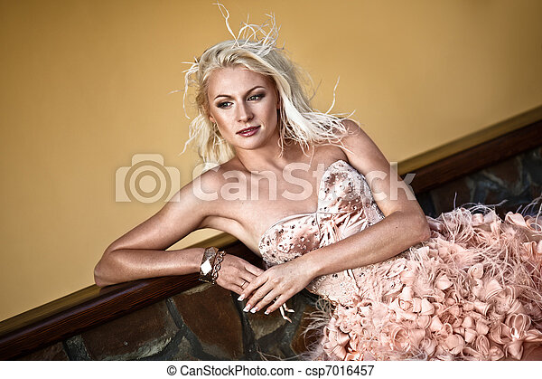 loura, luxo, mulher bonita - csp7016457