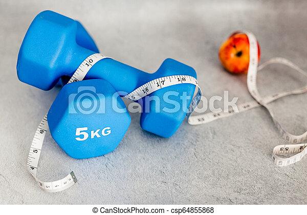 lourd, mesurer, dumbbells, pomme, surface, béton, bande - csp64855868