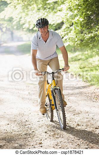 lovaglás, mosolygós, bicikli, ember, szabadban - csp1878421
