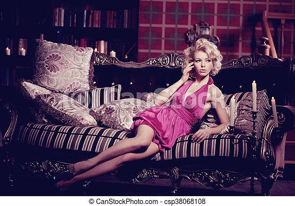 Mujer de lujo - csp38068108