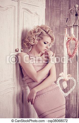 Mujer de lujo - csp38068072