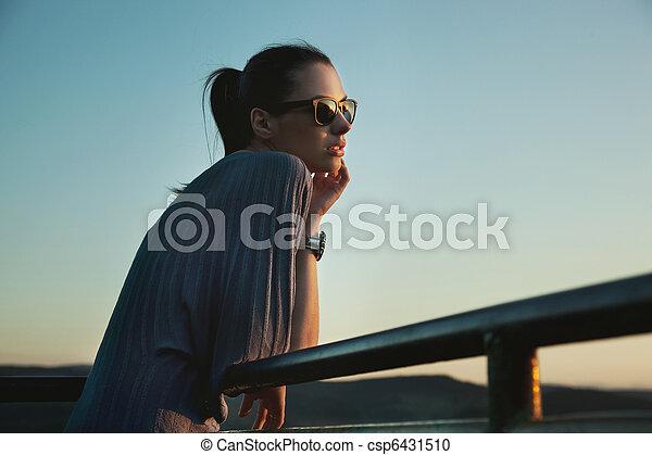 lunettes soleil port, jeune, beauté, nostalgique - csp6431510