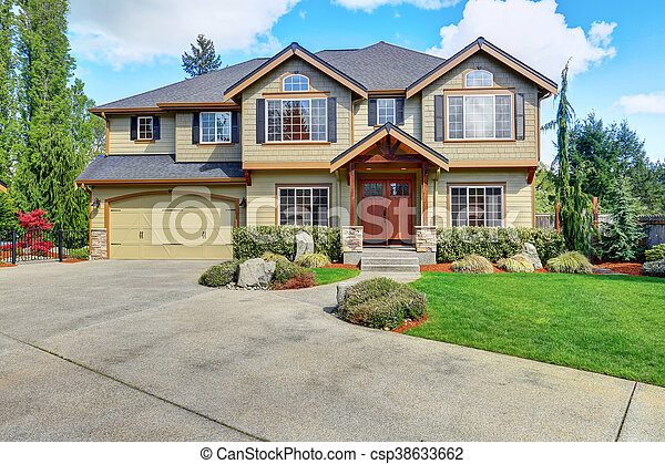 Luxurious home with well kept lawn and green exterior paint. - csp38633662