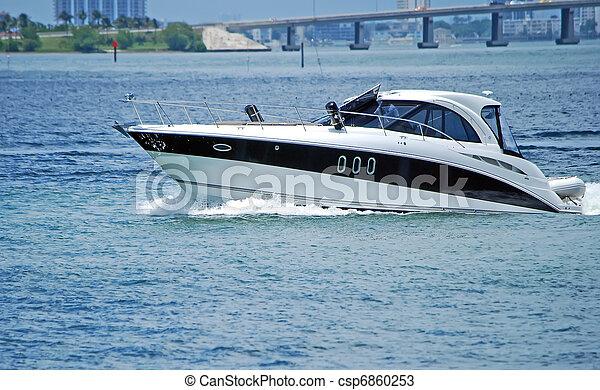 Luxury Cabin Cruiser - csp6860253