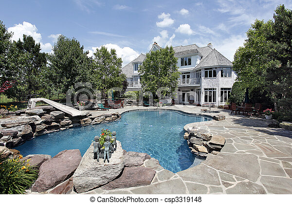 Luxury home with swimming pool - csp3319148
