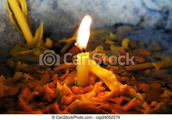Llama de luz de velas - csp24052379