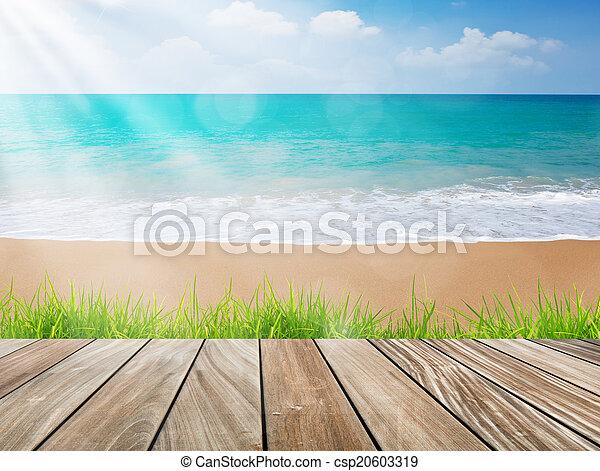 La Terraza De Madera En La Playa Con Hierba Verde Y Luz Solar
