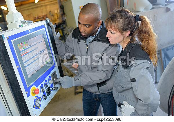 La máquina de programación de trabajadores industriales - csp42553096