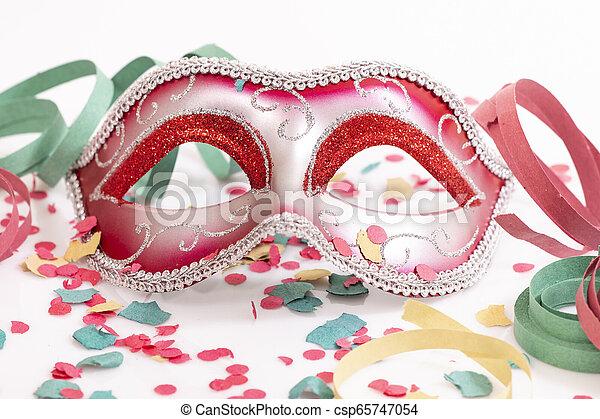 Máscara veneciana roja - csp65747054