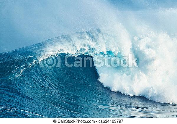 Mächtige Ozeanwelle - csp34103797