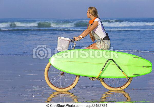 m�dchen, strand., fahrrad, surfbrett, junger - csp22452784