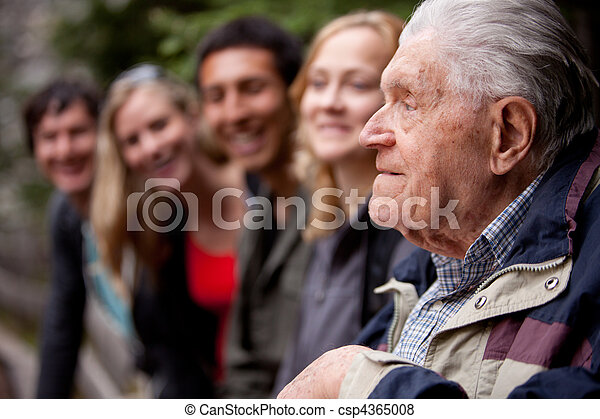 mówienie historie, starszy człowiek - csp4365008