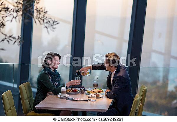 mögen, abendessen, genießen, paar, romantische  - csp69249261