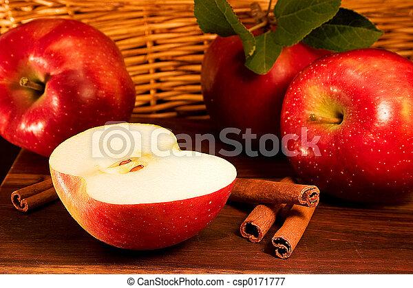 maçãs, canela - csp0171777