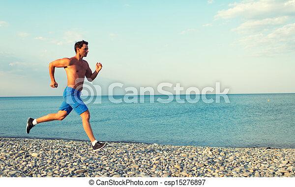 A correr por la mañana en la playa - csp15276897
