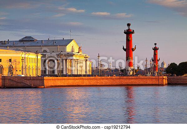 Escupe de la isla de Vasilievsky en la mañana de verano - csp19212794