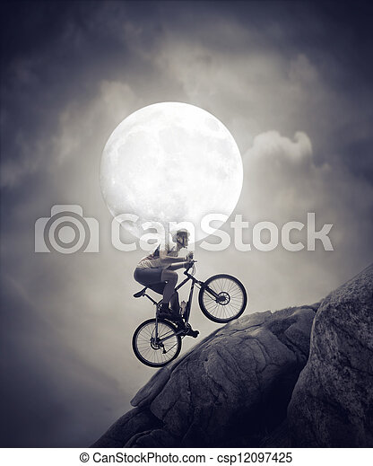 maanlicht, cycling - csp12097425