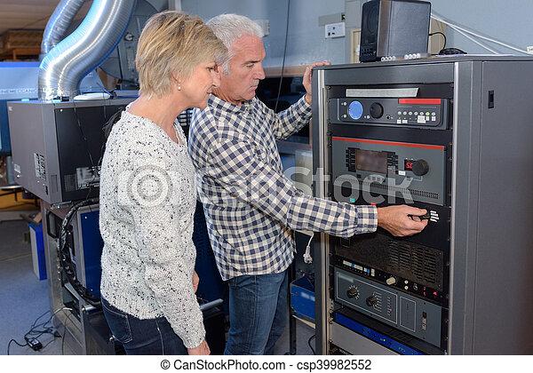 machine, basment, opération - csp39982552
