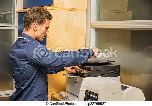machine, man, het werken, jonge, fotokopieerapparaat - csp22765527