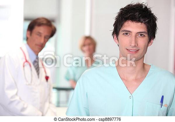 Enfermera masculina. - csp8897776