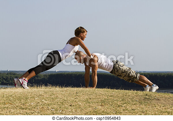 Entrenamiento masculino y femenino - csp10954843